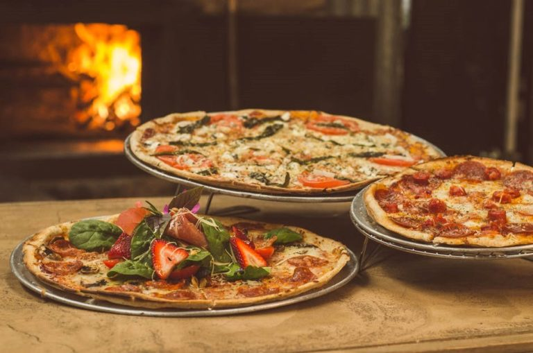 What to Eat With Pizza: The Big Question